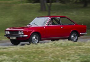 SEAT 124 Sport Coupe - driving