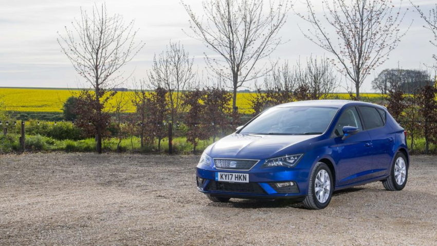 SEAT Leon - yellow field
